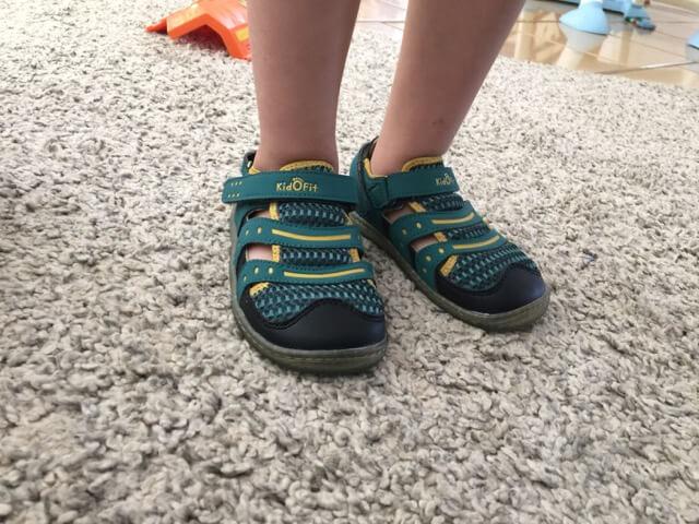 kidofit_sandals_onfeet2